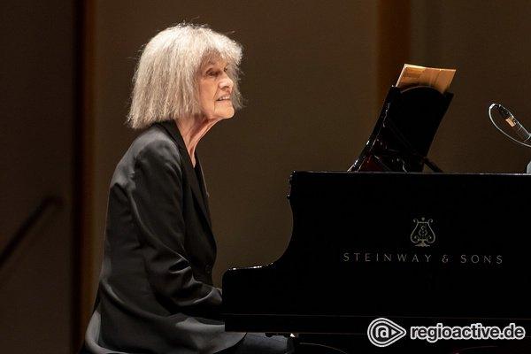Zweigeteilt - Carla Bley erhält Standing Ovations bei Enjoy Jazz in Ludwigshafen