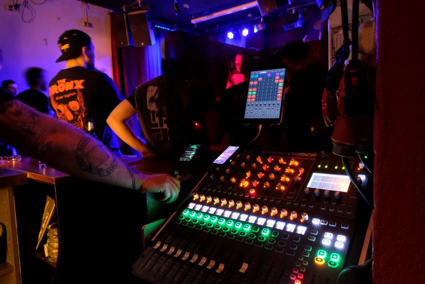 Digi-Invest III: Initiative Musik unterstützt 179 Liveclubs beim Ausbau der digitalen Aufführungstechnik