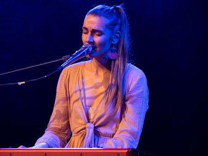 Psychedelic Pop aus Berlin - Fotos von Lisa Who als Support-Act von Heather Nova in Stuttgart