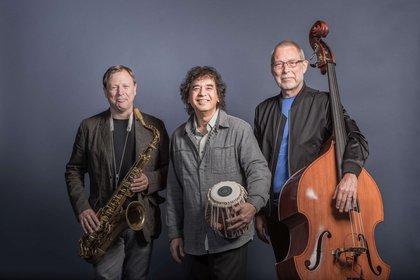 Weltmusik im besten Sinn - Enjoy Jazz 2019: Cross Currents spielen in der halle02 in Heidelberg ein virtuoses Konzert