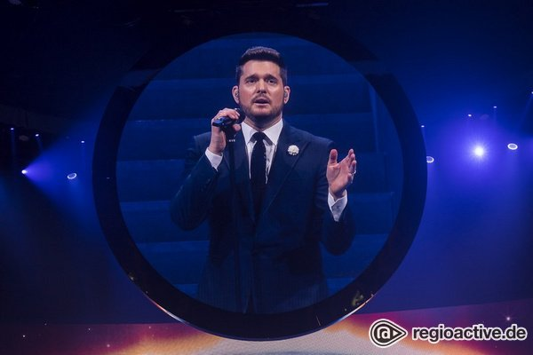 Jetzt mit Bart - Michael Bublé: Fotos des Sängers live in der SAP Arena Mannheim