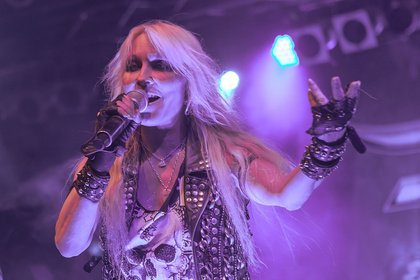 Immer gemeinsam - Doro: Bilder der Metal-Queen live im Maimarktclub in Mannheim