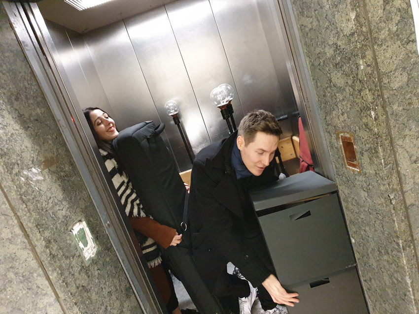 Wird schon alles in den Aufzug passen. Irgendwie...