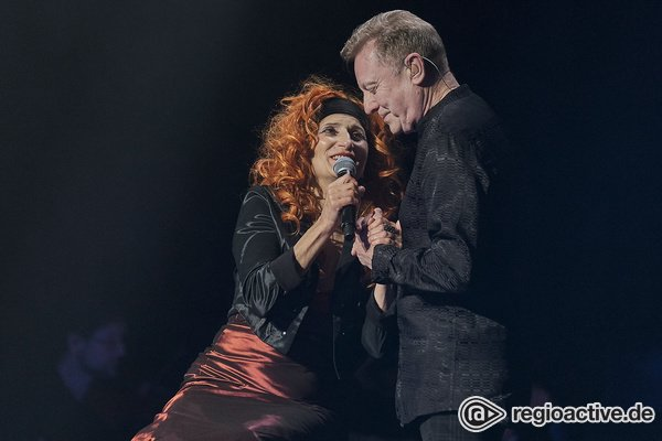 Ein Duo, das nicht aufgibt - John Miles & Natalie Choquette: Fotos des Duos live bei der Night of the Proms 2019 in Mannheim