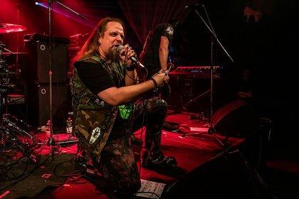 Im 80er-Metal-Stil - Bilder von Dark Sky Choir live als Support von Queensryche in Mannheim