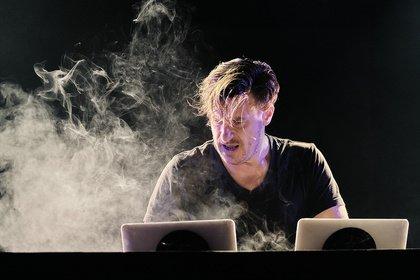 In Partystimmung - Volles Rohr: Bilder von Parov Stelar live in der Jahrhunderthalle Frankfurt