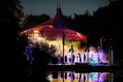 Zeichen der Solidarität - Jetzt erst recht: Das Kulturfestival auf der Seebühne im Luisenpark Mannheim
