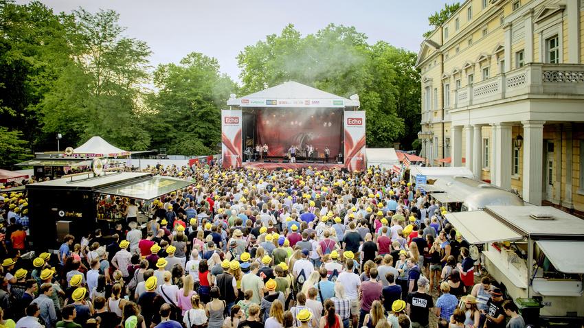 Die ECHO-Bühne beim Schlossgrabenfest