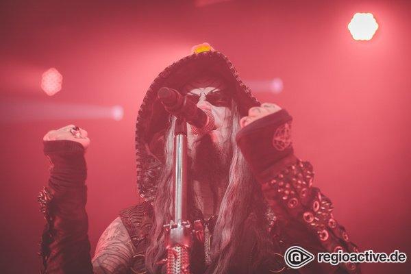 Pommesgabel hoch! - Dimmu Borgir: Bilder der Metal-Band live im Schlachthof Wiesbaden