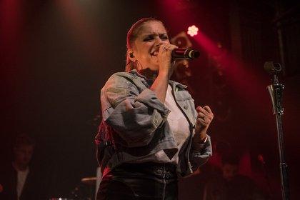 Voller Energie - Jeanette Biedermann: Bilder der Sängerin live im Gruenspan Hamburg