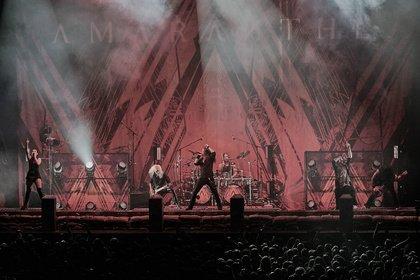 Die schwedisch-dänische Connection - Melo-Power: Live-Bilder von Amaranthe als Support von Sabaton in Frankfurt