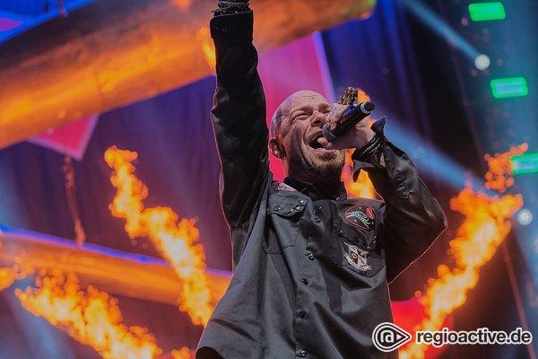 Fröhliche Todesschläge - Mit Vollgas: Fotos von Five Finger Death Punch live Frankfurt