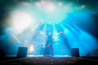 Gute Laune vorprogrammiert - Sum 41 schmeißen in der Stadthalle Offenbach eine feuchtfröhliche Punk-Party