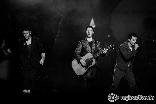 Nicht nur optisch beeindruckend - Brüderlich: Bilder der Jonas Brothers live in der Lanxess Arena in Köln