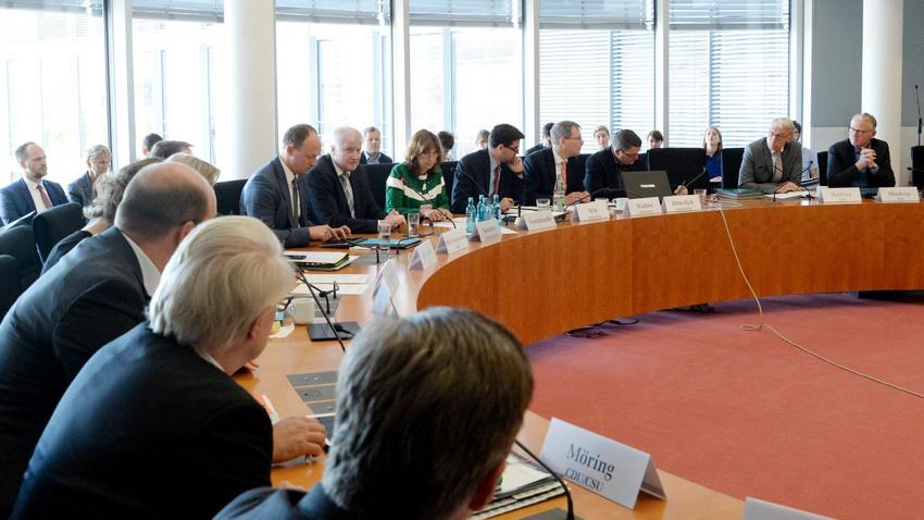 Bundestag diskutiert Maßnahmen gegen Clubsterben