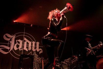 Bilder einer Kämpferin - Fotos von Jadu live als Support für Lindemann in Offenbach