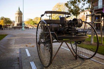 Bertha Benz führt durch die Stadt der Erfinder (Kostümführung)