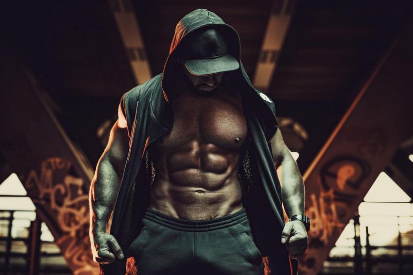 Viele Rapper protzen mit ihren gestählten Muskeln.