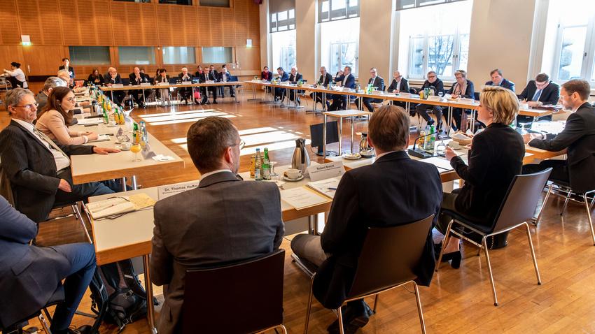 Vorbild Baden-Württemberg: Corona-Soforthilfe berücksichtigt Bedarfe der Kreativen