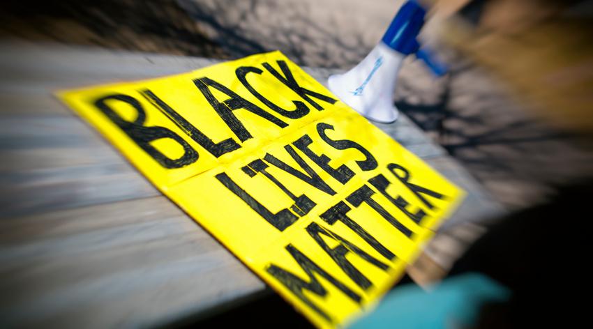 Solidarität über Rassegrenzen - Musikindustrie in den USA und Deutschland protestiert mit Black Out Tuesday gegen Rassismus