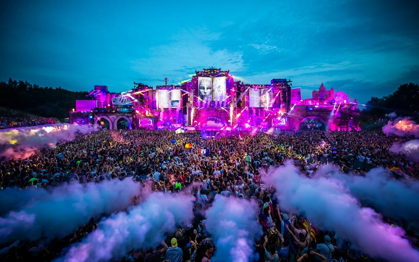 Weltpremiere im Juli - Tomorrowland Around The World: Das digitale Festival feiert im Juli Premiere