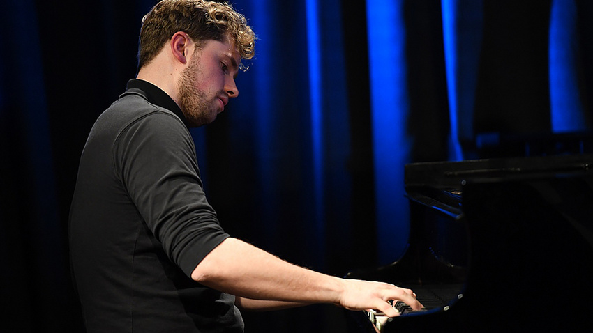 """""""Mein Plan B"""": Jakob Lüffe, Pianist und Musiklehrer, über Pro und Contra von Online-Unterricht"""
