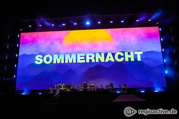 Farbenfroh - Schiller: Live-Bilder vom 'Lichtsommer' beim CARStival Mannheim