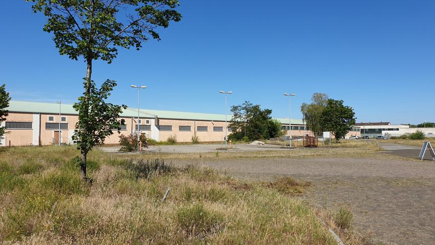 Auf diesem Gelände soll die Hauptbühne stehen. Im Hintergrund die U-Halle.