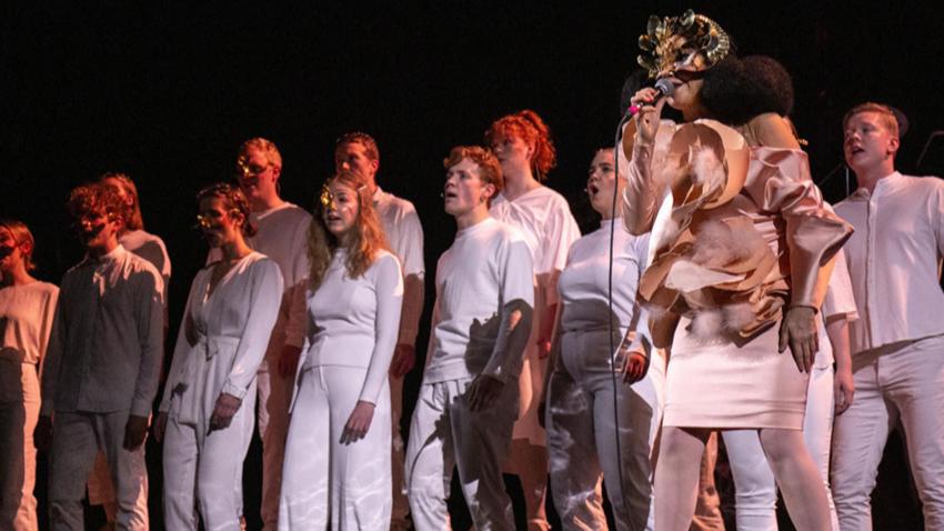 Kristallklarer Sound für Björk's einzigartige Theaterproduktion