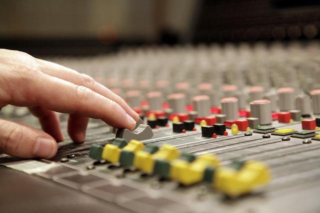 Manche Musiker*innen haben einfach ein Händchen dafür, die richtigen Regler zu bewegen und sich teilweise wahre Geschäftsimperien aufzubauen.