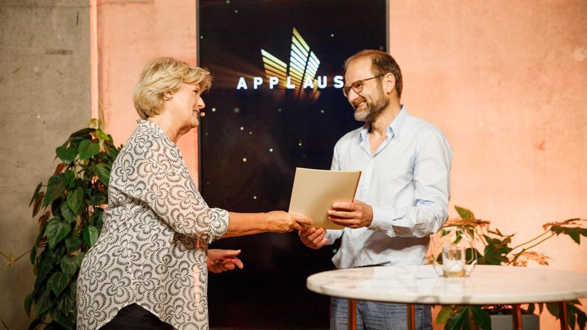 Applaus Preisverleihung 2021: Prof. Monika Grütters & Ralf Neues (Franz Mehlhose, Erfurt - Programmreihe des Jahres)