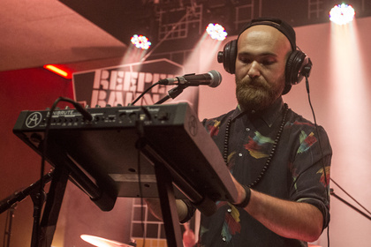 Variabel - Singender DJ: Fotos von Buslav live beim Reeperbahn Festival 2016 in Hamburg