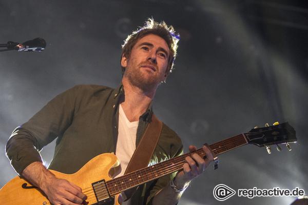 Aufsteigend - Die Gitarre genügt: Fotos von Jamie Lawson live beim Reeperbahn Festival 2016