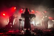 Band sieht rot: Fotos von Get Well Soon live beim Reeperbahn Festival 2016