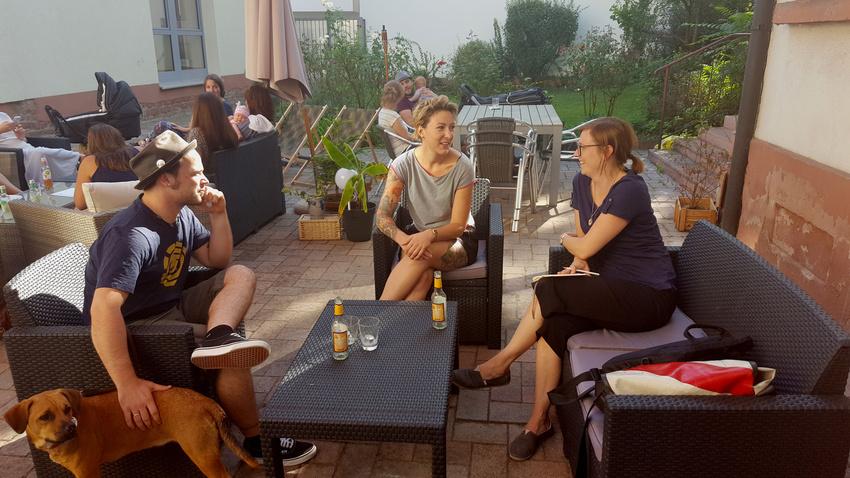 Max und Verena Freudenberg von der Dankbar Mannheim mit Redakteurin Annika Breutmann (2016)