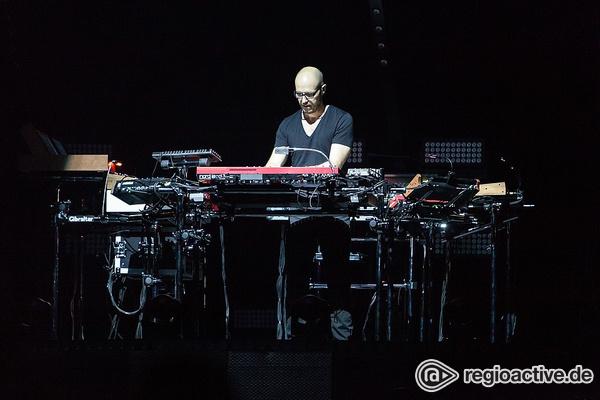 Die Zukunft ist jetzt - Tastenkünstler: Fotos von Schiller live in der SAP Arena in Mannheim