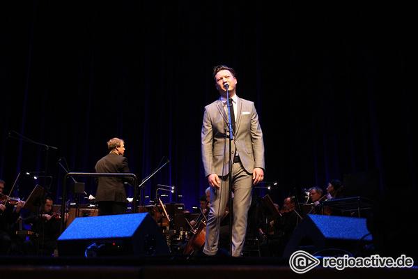 Das zweite Album - Opulent: Fotos von Get Well Soon & Orchester live im Nationaltheater Mannheim