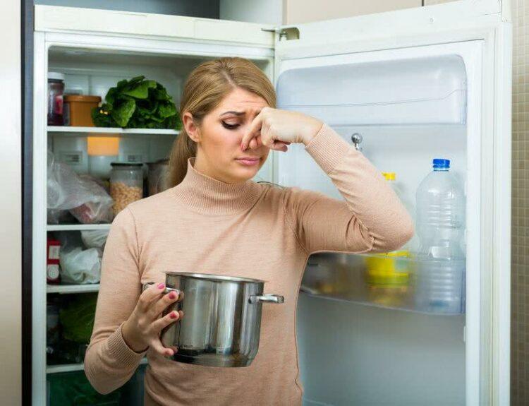 Chasser les mauvaises odeurs de sa maison après une longue absence