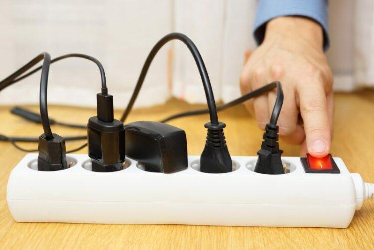 Les dangers de l'électricité à la maison: le cas des appareils débranchés