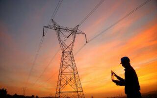 Comment sont gérés les réseaux de transport et de distribution de l'électricité en France?