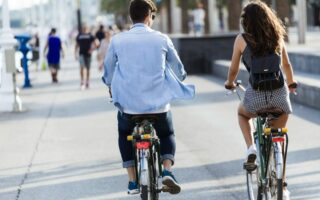 Pollution atmosphérique en ville: les solutions de transports alternatives pour mieux respirer