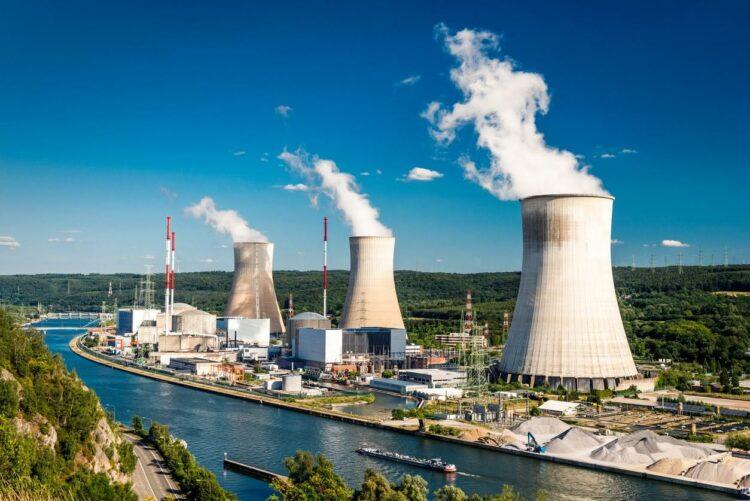 Electricité: François de Rugy veut réduire à 50% la part du nucléaire d'ici 2035