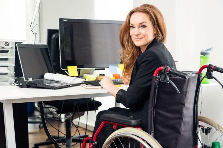 Assurer les équipements des personnes handicapées ou à mobilité réduite