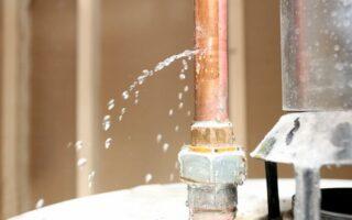 Dégât des eaux par voisin non assuré, comment agir?
