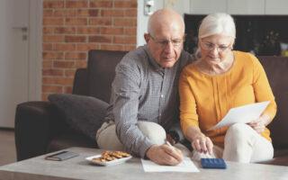 Rachat de crédit pour les seniors et retraités: solution pour gagner en reste à vivre