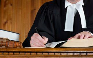 Protection juridique et aide juridictionnelle: quelle différence?