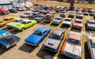 Une maison à vendre avec 340 voitures de collection en prime, ça vous dit?