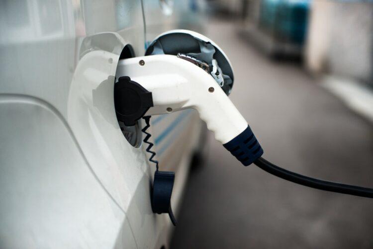 Voiture électrique: Tesla ouvre une concession à Nantes