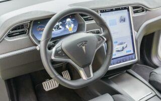 Tesla: Une voiture électrique aussi abordable qu'une essence d'ici 5 ans