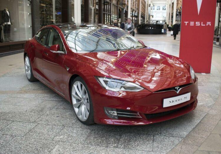 Tesla: une Model S pollue-t-elle plus qu'une voiture à essence?